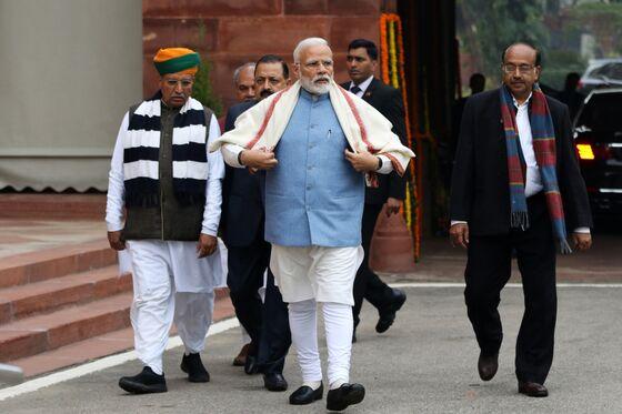Modi Flicks Populist Switch as Tight India Election Draws Closer