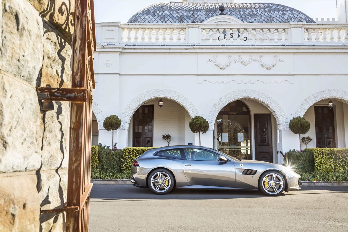 Hatchback: Ferrari GTC4Lusso