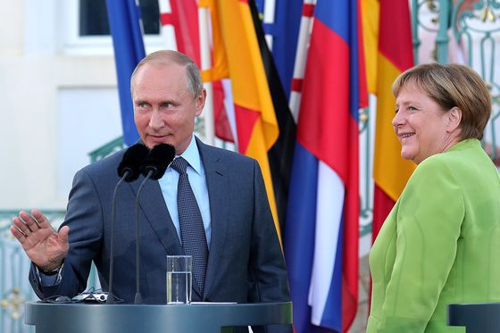 Putin and Merkel, Pushed Together by Trump, Talk Syria, Pipeline