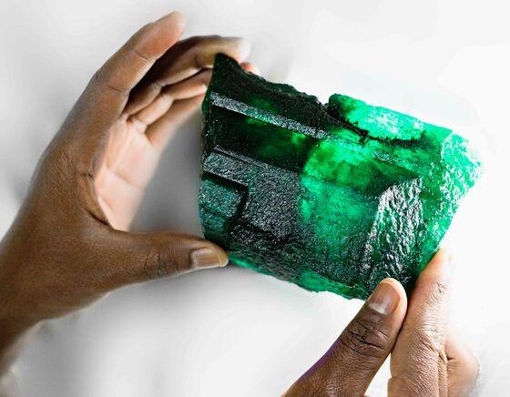 African Miner Finds 1.1-Kilogram Emerald at Kagem in Zambia