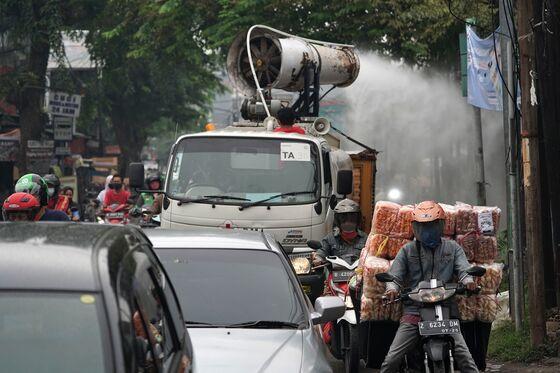 Jokowi Orders Strictest Curbs in Java, Bali on Deadliest Day