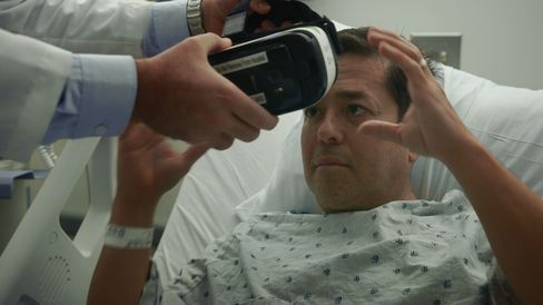 A patient tries out a VR headset for the first time