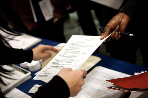 Jobless Claims in U.S. Decrease, Matching Four-Year Low (2)