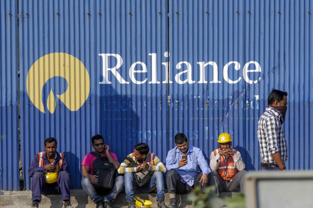 Reliance Said to Weigh Refinery Stake Sale to Aramco, Adnoc