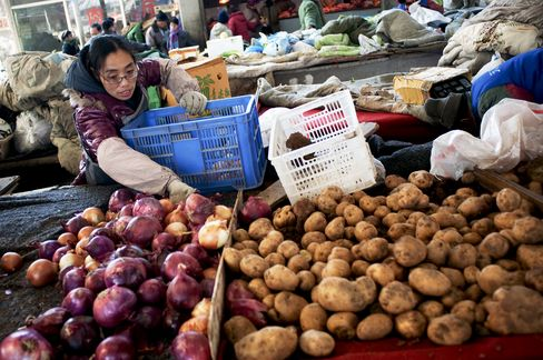 China's Consumer Prices Rise 4.9% From Year Earlier
