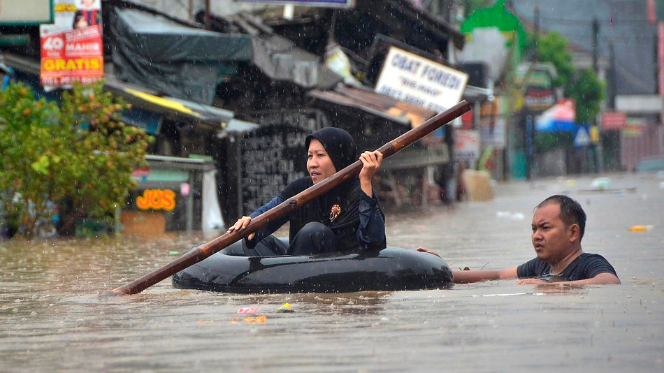 Indonesia Floods Force Thousands to Leave Homes