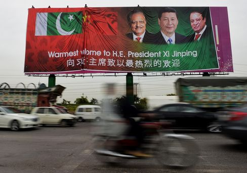 A Billboard Welcomes President Xi Jinping in Islamabad