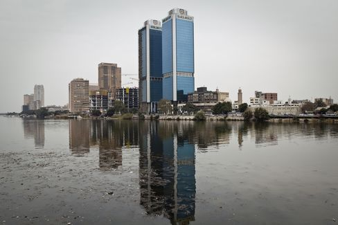 Egypt Upheaval on Streets, Markets Blocks Rate Move