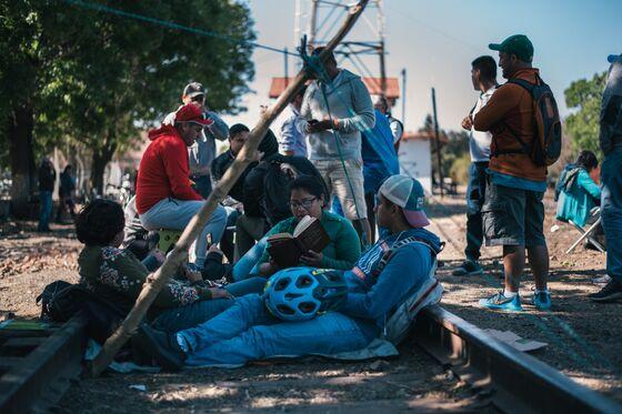 Mexico Factories Plead for AMLO to Intervene in Border Strikes