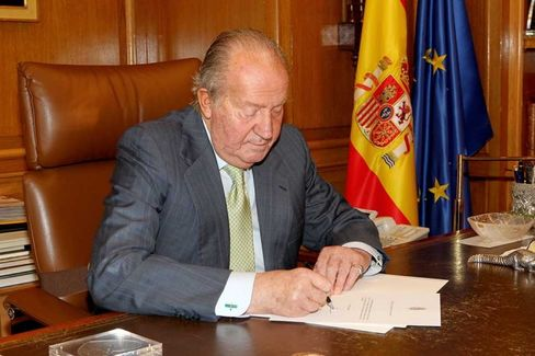 The King of Spain Steps Down, and Some Twitterati Call for Abolition of the Monarchy