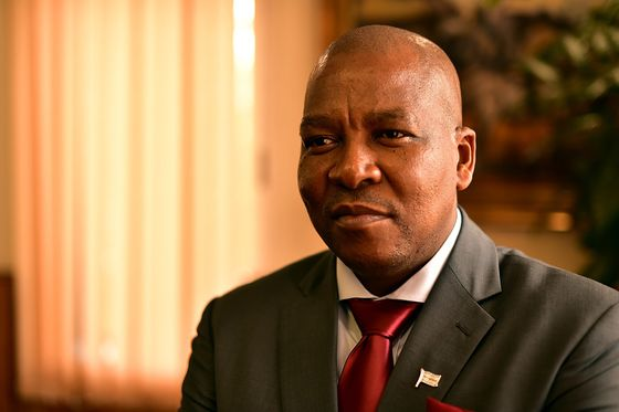 Botswana Seeks New De Beers Diamond Sales Deal by End of April