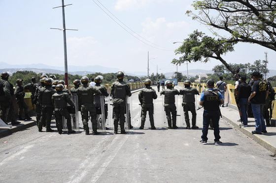 Heavily Armed Soldiers Aborted a Plan to Enter Venezuela by Force