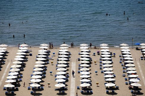 Italian Recession Hits Beaches