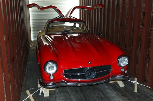 A Mercedes 300SL Gullwing in a shipping container, demonstrating clearance along the side and roof.