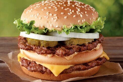 Is Burger King???s Big Mac Clone Stealing McDonald???s Lunch Money?