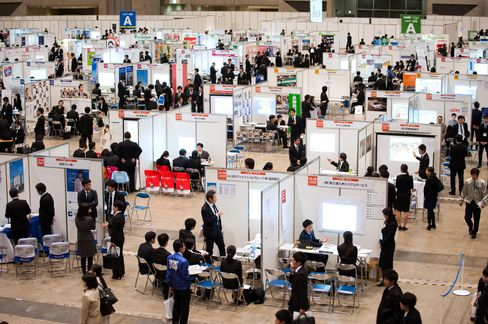 University Students Takes Part In A Job Fair As Japan Releases 3Q Revised GDP Figure