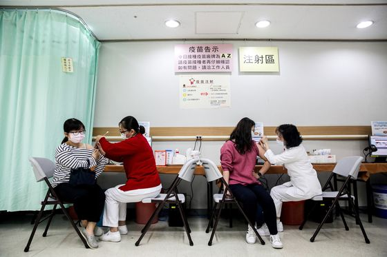 New Outbreaks Prompt Return to Restrictions in Taiwan, Singapore
