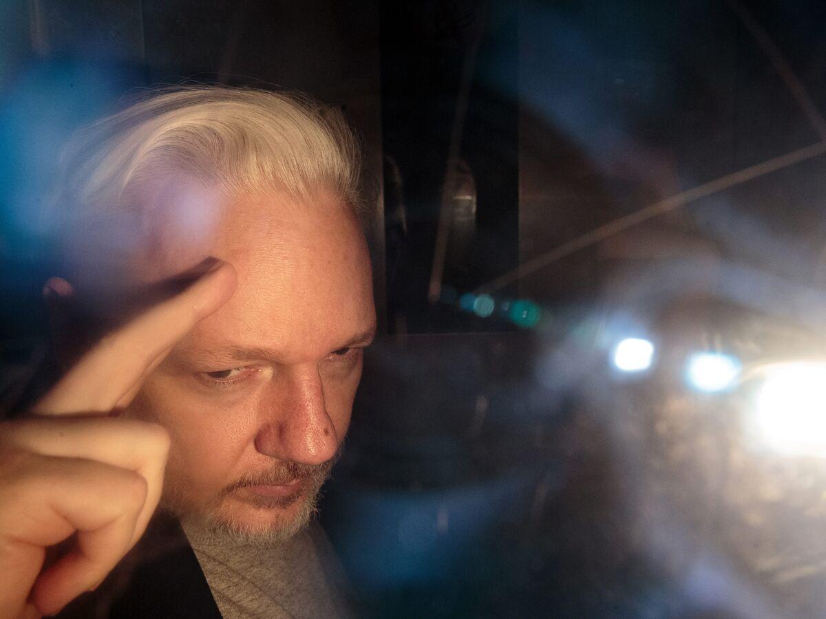 WikiLeaks's Assange Tells Court He Won't `Surrender to America'