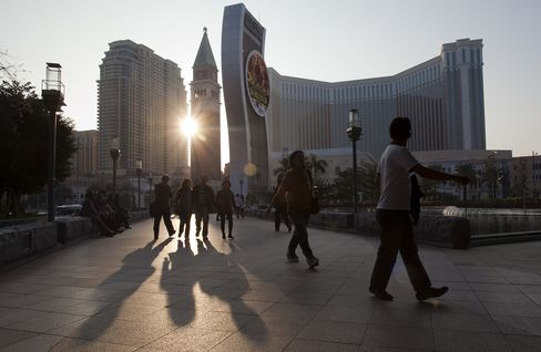Macau Police Raid Casinos, Hotels After Deadly Attacks on Guests