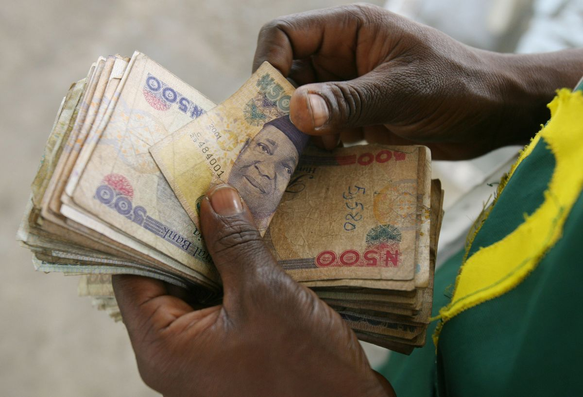 Nigeria To Arrest Black-Market Naira Traders to Stem Decline