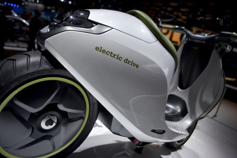 Daimler's Smart Goes Slow With E-Scooters in Reset Bid