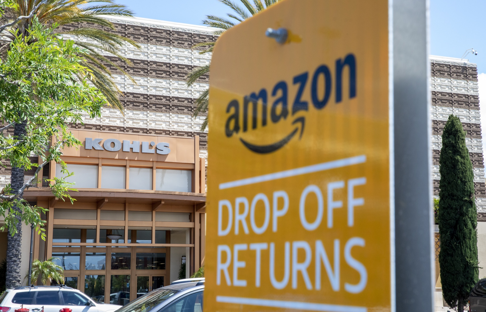 Amazon Returns Why Kohl S Is Expanding Program To All Its Stores Bloomberg