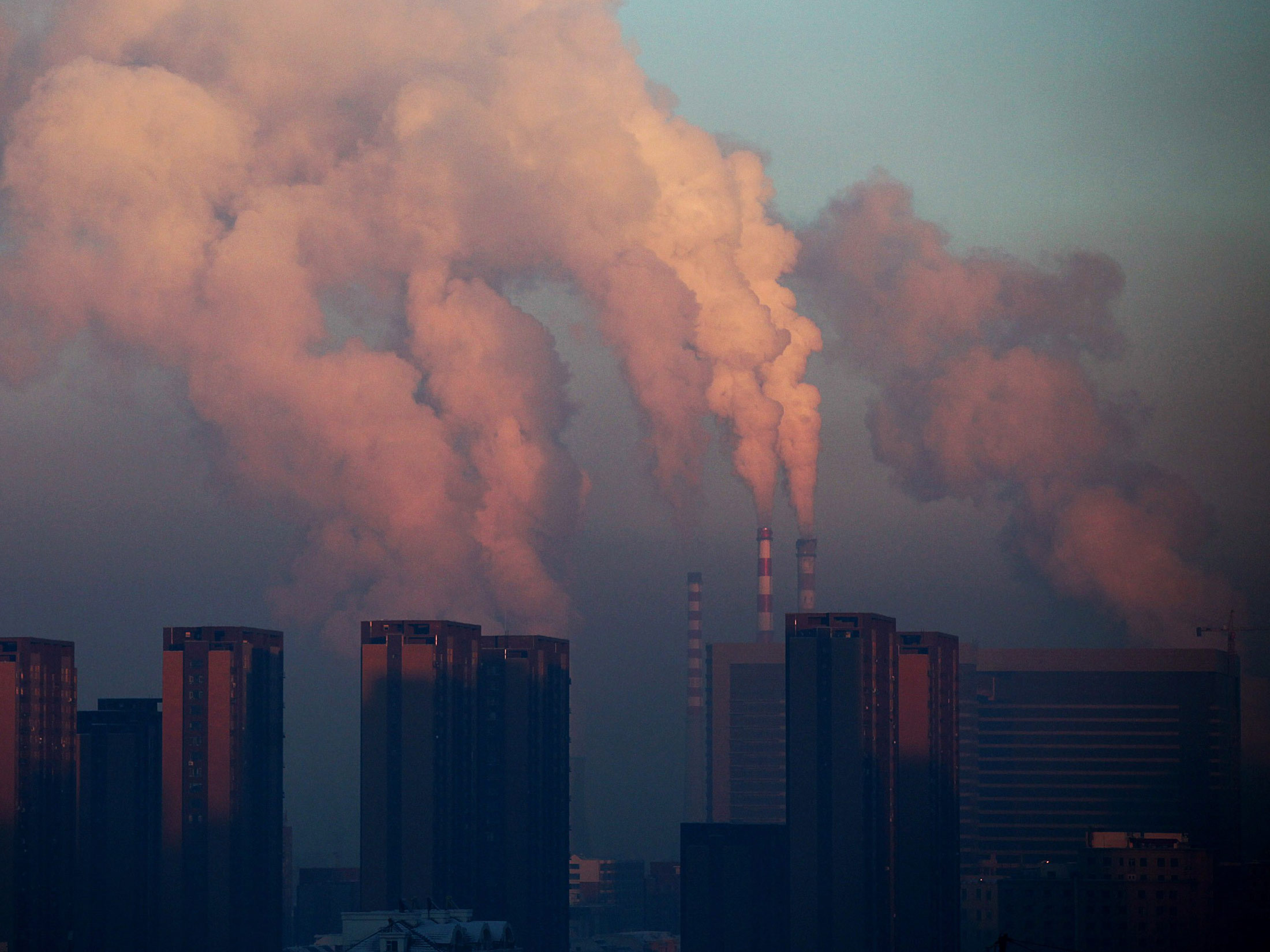 Beijing to Shut All Major Coal Power Plants to Cut Pollution     Bloomberg com