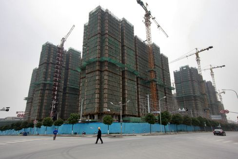 China Home Prices Fall Most in 19 Months on Curbs