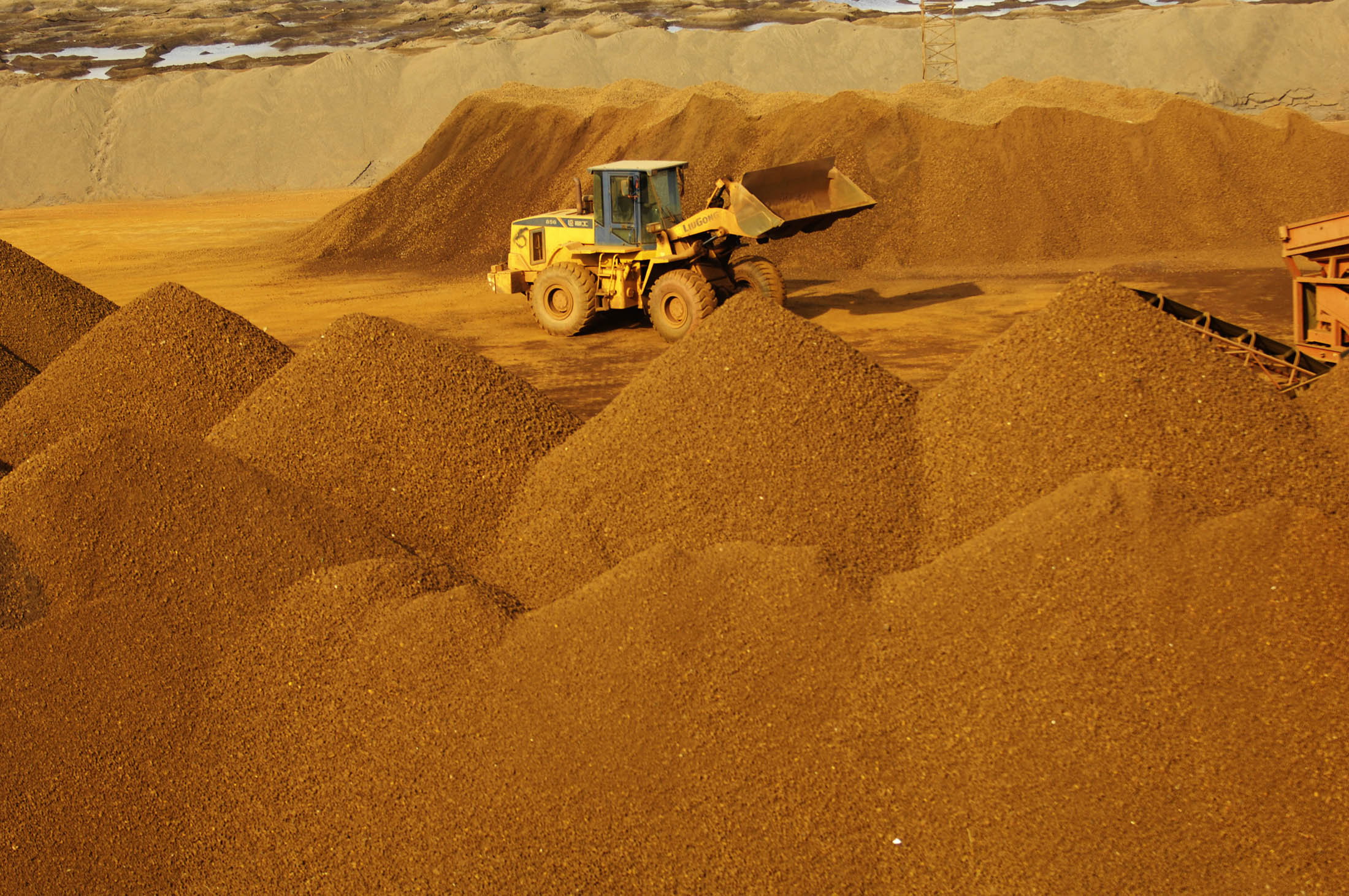 Iron Ore Bust Follows Hard on Heels of China's Speculative Boom - Bloomberg
