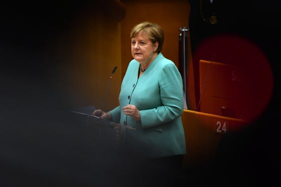 Merkel Urges Germans to Help Stop Virus 'Worst-Case Scenario'