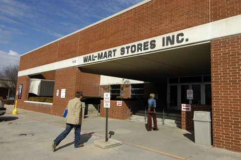 Wal-Mart Said by Critics to Fail its Post-Katrina Climate Pledge