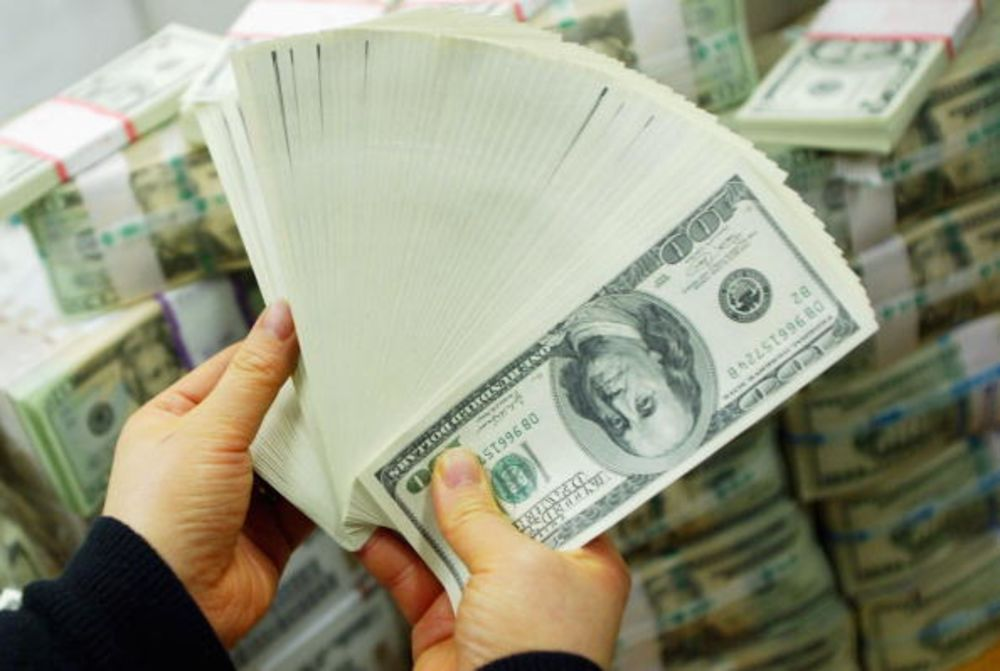 Το δολάριο είναι ένα απάγκιο σε μια θάλασσα αβεβαιότητας
