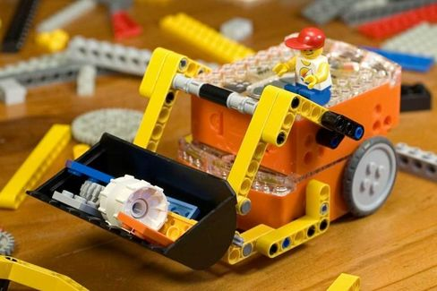 This Toy Robot Injects Steroids Into Lego Projects