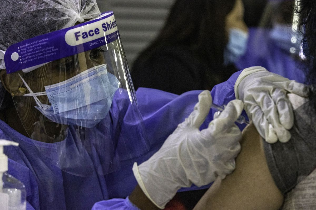 U.K. to Accept UAE Vaccinations, Boosting Key Travel Route