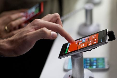 MTS Bolsters Windows Smartphones as IPhone Ebbs in Russia