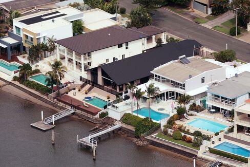 Cautious Australians Ignore Rate Cuts as Housing Sags