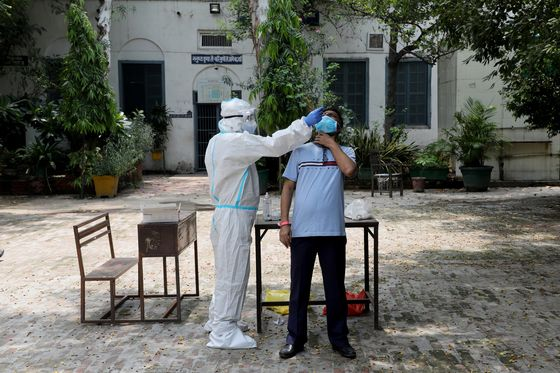 India's Flimsy Virus Testing Regime 'Like Flipping a Coin'