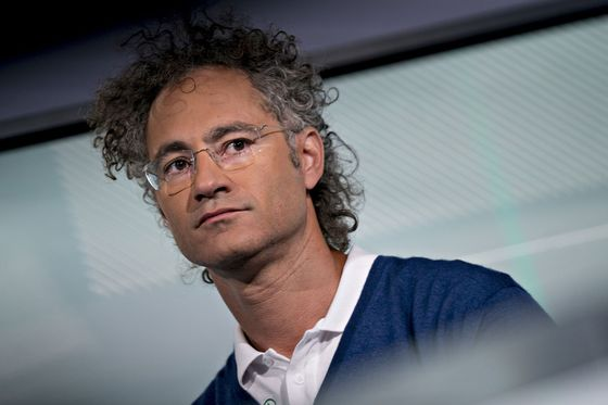Palantir Is Bad-Mouthing Big Tech While Taking Its Tech Public