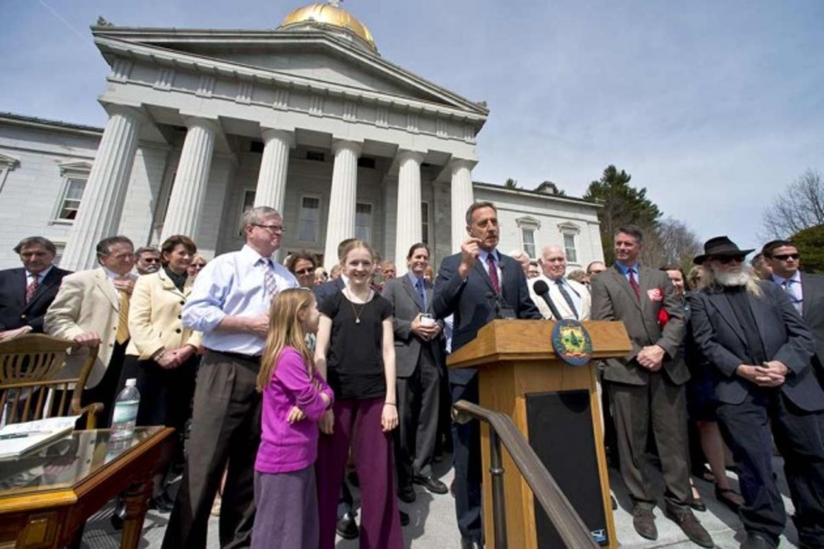 vermont government signing law to gmo labeling Following president barack obama's signing of s764, establishing a national labeling standard for foods made with genetically modified organisms (gmos), the vermont attorney general's office announced it will not enforce state law requiring the mandatory labeling of foods containing gmos.