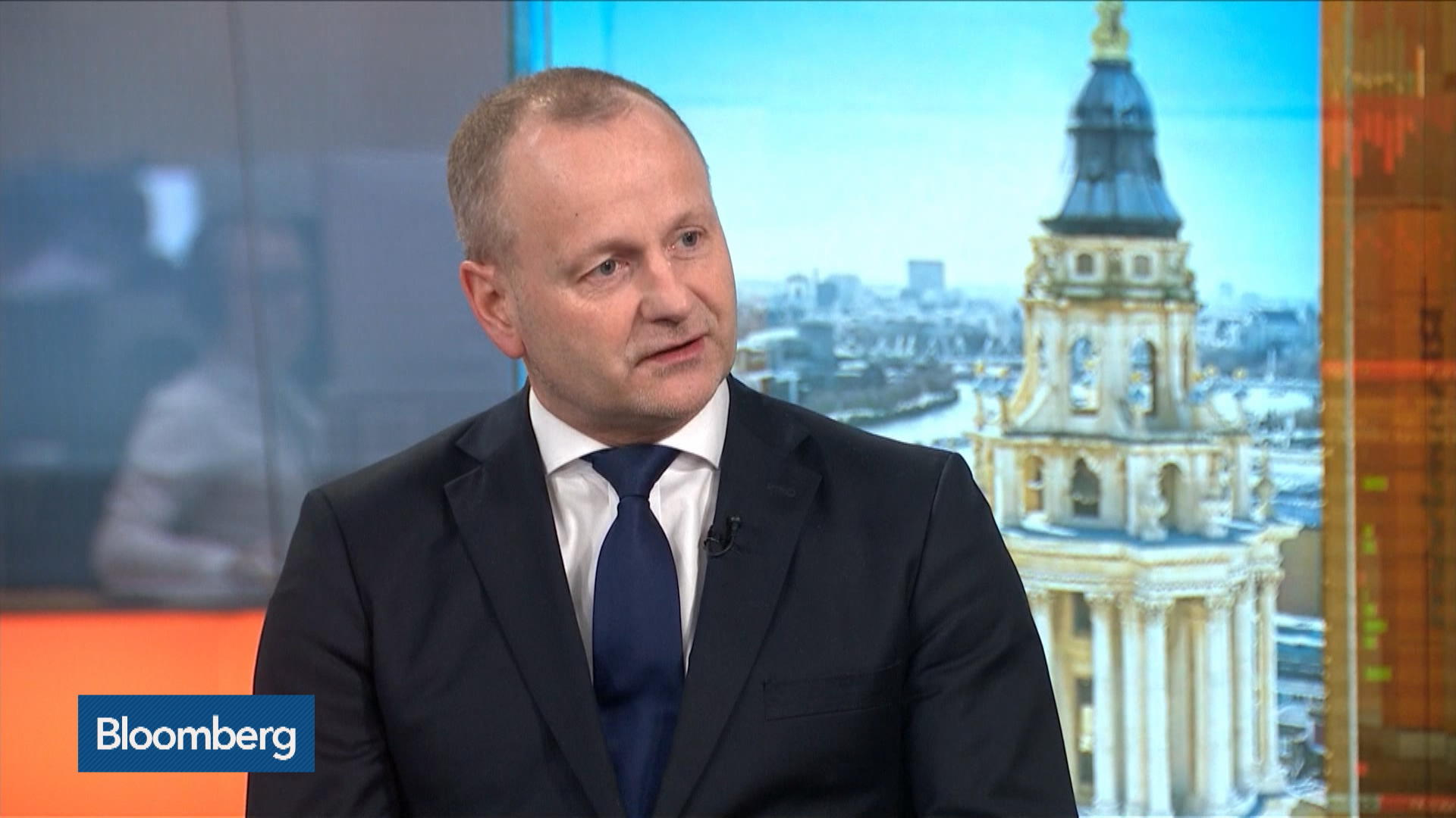 Saxo Bank's Jakobsen Sees Global Recession Coming