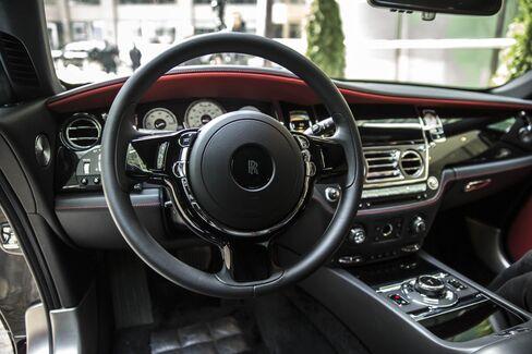 ブラック・バッジの運転席