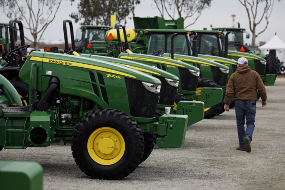 U S  Farmers Need a Better Way to Fix Their Tractors - Bloomberg