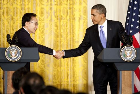 Obama, South Korea's Lee to Promote Trade Gains for Automake