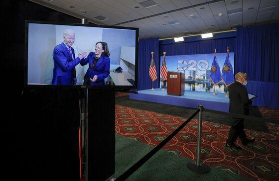 Kamala Harris Gets Star Turn to Woo Voters She Once Urged Against Biden