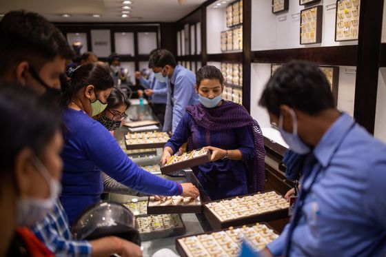 Virus Fear in India Speeds Up Gold Buyers' Shift to Chain Stores
