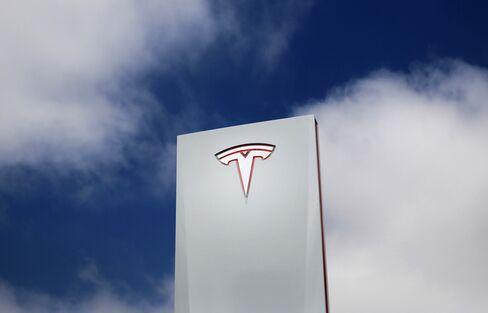 Tesla Market Value Rises to $20 Billion on Electric-Car Optimism