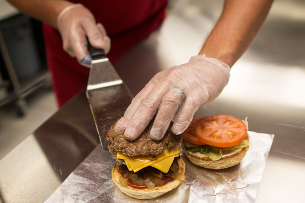 More French Restaurants Put 'Le Hamburger' on the Menu
