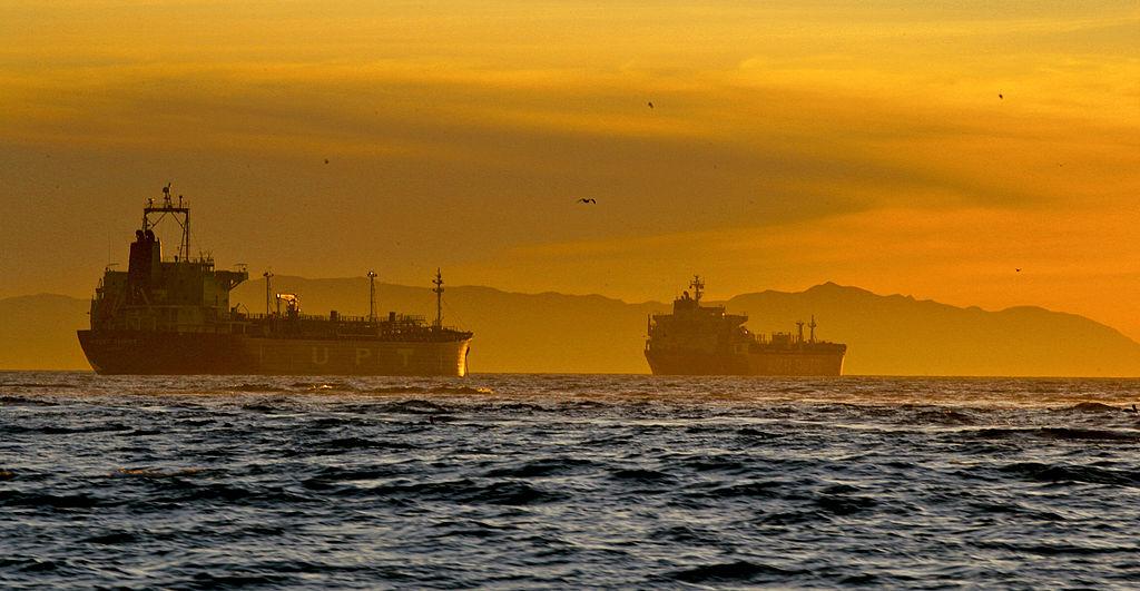 原油先物は4日続落、米中貿易戦争の激化受け-アジア市場 - Bloomberg