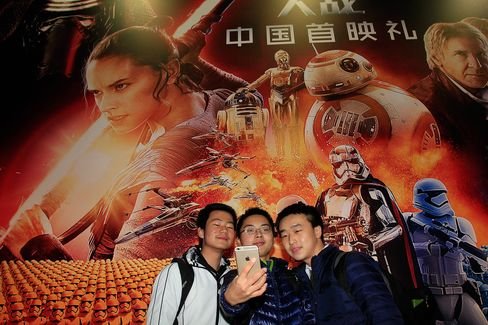 Fans attend the premiere of Star Wars in Shanghai.