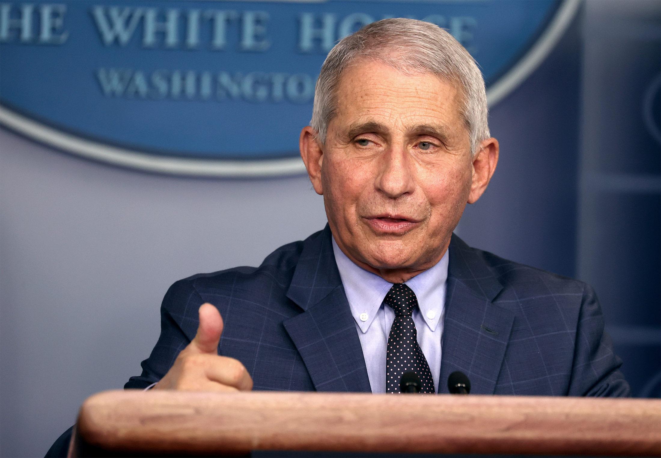 冠状病毒特别工作组成员在白宫举行简报